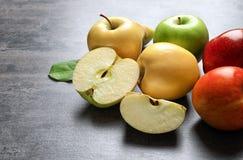 成熟水多的苹果 免版税图库摄影