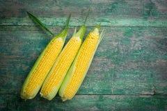 成熟玉米五谷在木的 库存照片