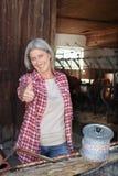 成熟的农厂妇女在工作 图库摄影