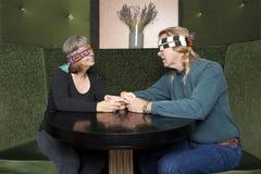 成熟盲目的夫妇的日期 库存图片