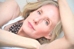 成熟秀丽的女性 免版税图库摄影