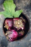 成熟紫色茄子,顶视图 图库摄影
