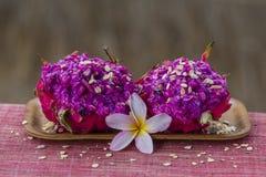 成熟红色pitahaya果子或龙果子与muesli,印度尼西亚 库存图片