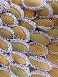 成熟芒果纹理样式背景,销售的关闭在市场上 库存图片