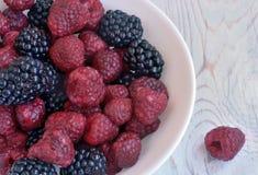 成熟莓果莓和黑莓 库存图片