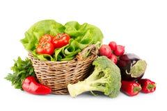 成熟菜充分的篮子  免版税库存照片