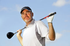 成熟高尔夫球运动员 免版税图库摄影