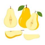 成熟水多的梨果子和切片在白色 免版税库存照片