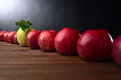 成熟水多的苹果 免版税库存照片