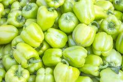 成熟绿色甜椒背景好和健康素食主义者bac 免版税库存图片