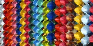 成螺旋形的被编织的绳子五颜六色的小条  免版税库存照片