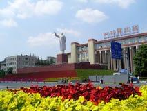 成都与毛泽东雕象的tianfu正方形  库存照片