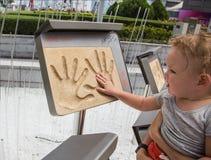 成龙Handprints和署名  免版税库存图片