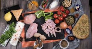 成份的停止运动鸡tikka masala的用印地安香料 股票视频