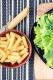 成份的顶视图烹调的健康食物 图库摄影