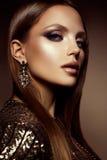 组成 美好的妇女模型魅力画象与新构成和浪漫发型的 库存图片