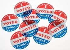 我今天投票了在白色背景的纸贴纸 库存照片