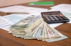 我们与美元和计算器的报税表 免版税库存图片