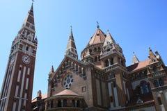我们的匈牙利的夫人奉献的教会和大教堂是一个双spired天主教大教堂在塞格德,匈牙利 它说谎  免版税图库摄影