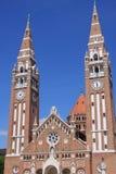 我们的匈牙利的夫人奉献的教会和大教堂是一个双spired天主教大教堂在塞格德,匈牙利 它说谎  免版税库存图片