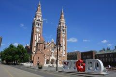 我们的匈牙利的夫人奉献的教会和大教堂是一个双spired天主教大教堂在塞格德,匈牙利 它说谎  库存照片