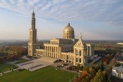 我们的地衣的夫人大教堂在波兰 鸟瞰图 库存图片