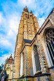 我们的夫人Onze辛迪里夫Vrouwekerk教会塔在布鲁日,比利时中世纪  库存照片