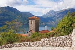 我们的岩石的夫人Perast镇、科托尔湾和海岛  黑山 免版税图库摄影