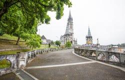 我们的念珠的夫人Notre Dame du Rosaire de卢尔德大教堂天主教堂在卢尔德,法国 免版税库存照片