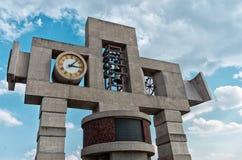 我们的我的夫人瓜达卢佩河大教堂的钟楼和时钟  库存图片