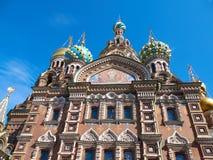 我们的溢出的血液特写镜头的救主教会  桥梁okhtinsky彼得斯堡俄国圣徒 免版税库存照片