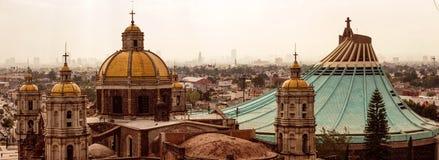 我们的瓜达卢佩河的夫人大教堂正方形在墨西哥城 免版税库存照片