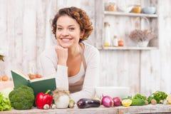 我喜欢烹调健康和胃口食物 免版税库存图片