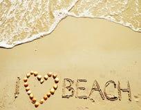 我在沙子爱海滩witten 免版税库存图片