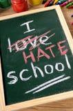 我恨学校,回到在黑板写的学校概念 免版税图库摄影