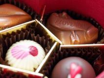 我爱你在礼物盒的华伦泰巧克力有浅景深的 免版税库存照片