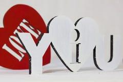 我爱你在红色背景心脏的标志 免版税库存图片
