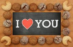 我爱你有曲奇饼框架的黑板 免版税库存图片