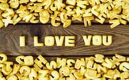 我爱你 从咸薄脆饼干的文本作为打印的英国lett 图库摄影