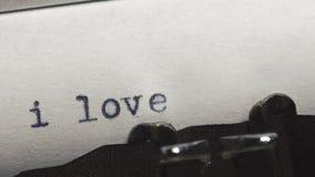 我爱你-键入在一台老葡萄酒打字机 股票视频