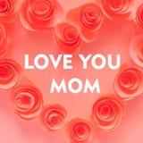 我爱妈妈,桃红色心脏由纸花制成 免版税图库摄影