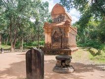 我的儿子圣所复合体废墟,老印度寺庙在越南密林:在期间,废墟严厉地被损坏了 免版税图库摄影