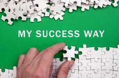 我的成功方式 手折叠一个白色七巧板和堆 免版税图库摄影