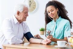 我们检查您的血压 免版税库存图片