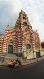 我们的卡门的夫人圣所看法在La坎德拉里亚角地区在市的街市波哥大 免版税库存照片