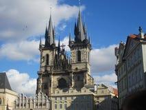 我们的在TÃ ½ n前的夫人教会在老镇中心在布拉格,捷克 免版税库存图片