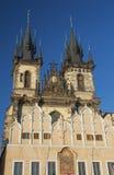 我们的在Tyn前的夫人教会在日落ligh 布拉格 免版税库存照片