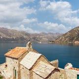我们的天使和两个小岛的夫人教会  海湾kotor montenegro 库存图片