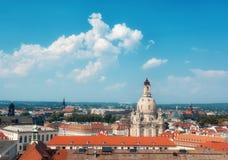 我们的德累斯顿的夫人Frauenkirche和屋顶教会  免版税库存图片