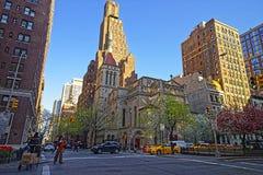 我们的救主教会街道视图在曼哈顿 免版税库存图片